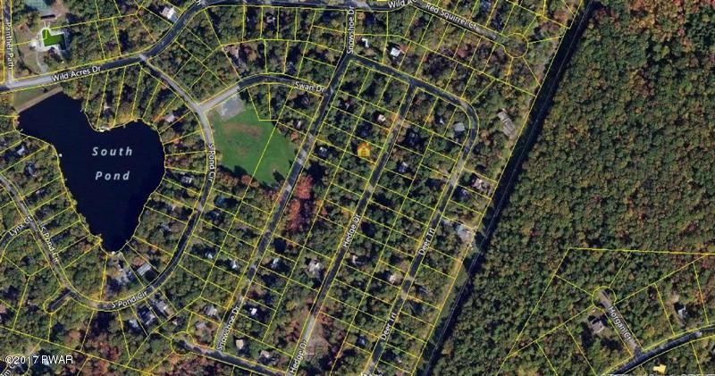 107 Hedge Dr, Dingmans Ferry, PA 18328