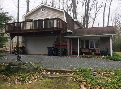 Photo of 54 Summit Cir, Lakeville, PA 18438