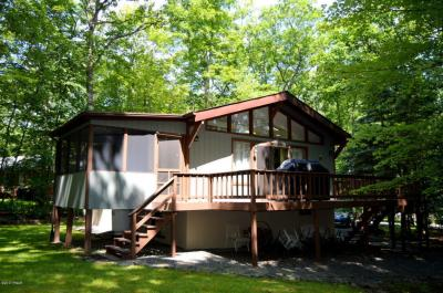 Photo of 198 Upper Lakeview Dr, Hawley, PA 18428