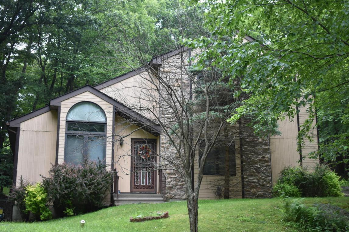 110 White Pine Dr, Milford, PA 18337