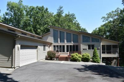Photo of 220 Country Club Dr, Lords Valley, PA 18428