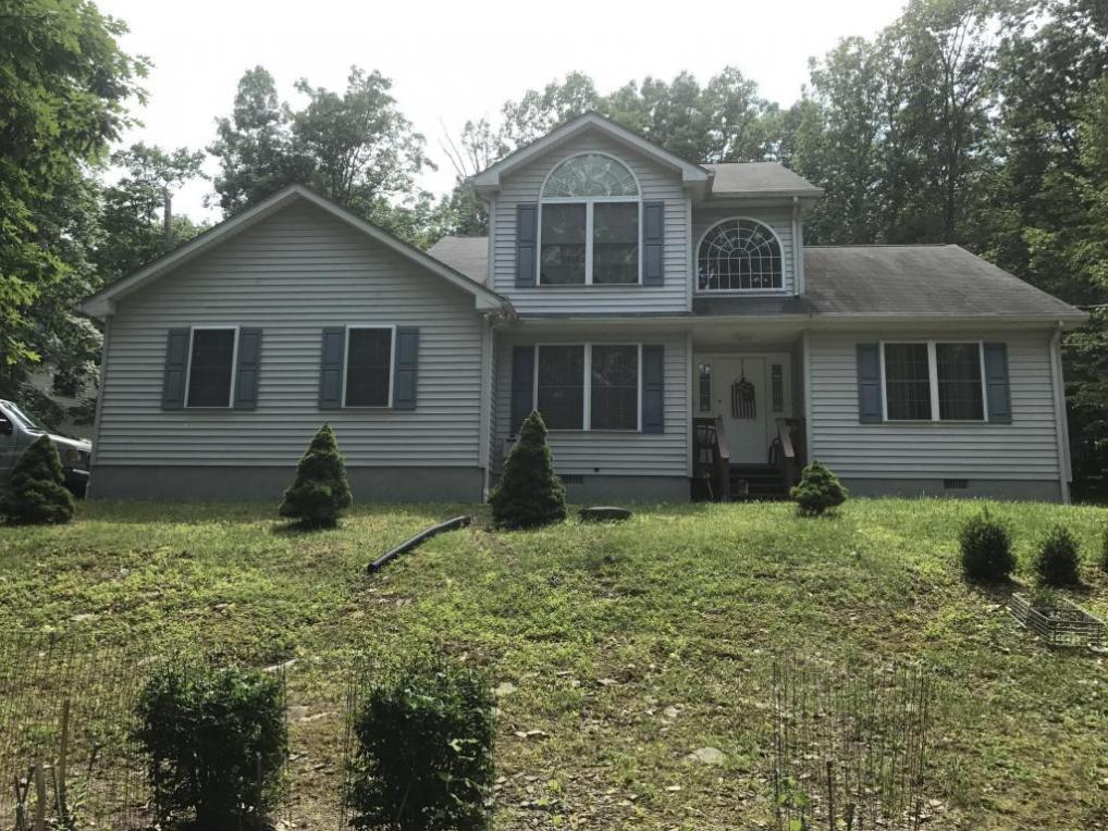 104 Shannon Ct, Bushkill, PA 18324
