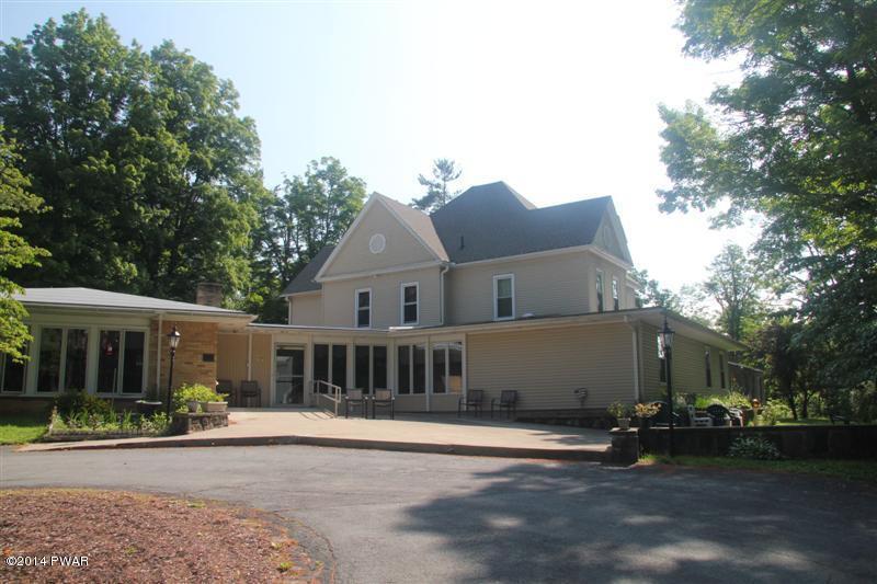 9 Manor Dr, Beach Lake, PA 18405