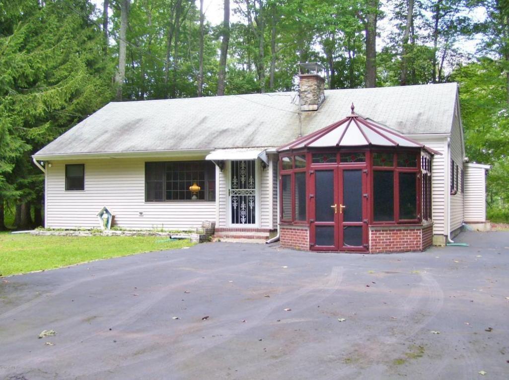 128 E Oak Ln, Greentown, PA 18426