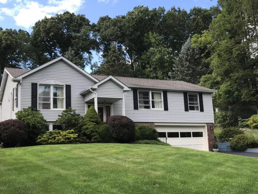 104 Maple Ct, Milford, PA 18337