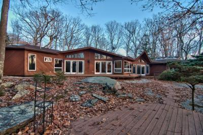 Photo of 116 Broadmoor Dr, Lords Valley, PA 18428