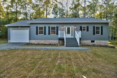 Photo of 1070 Indian Dr, Lake Ariel, PA 18436