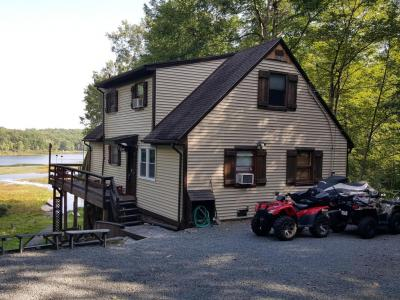 Photo of 134 Upper Lakeview Dr, Hawley, PA 18428