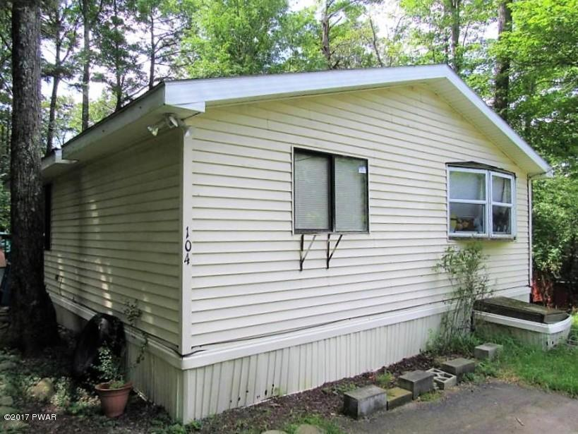 104 Bush Cir, Greentown, PA 18426