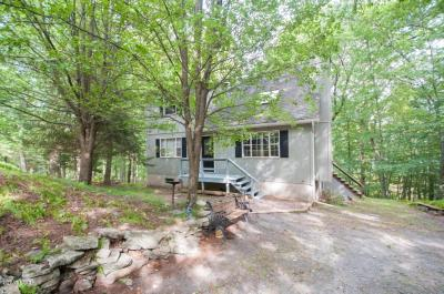 Photo of 144 Upper Lakeview Dr, Hawley, PA 18428