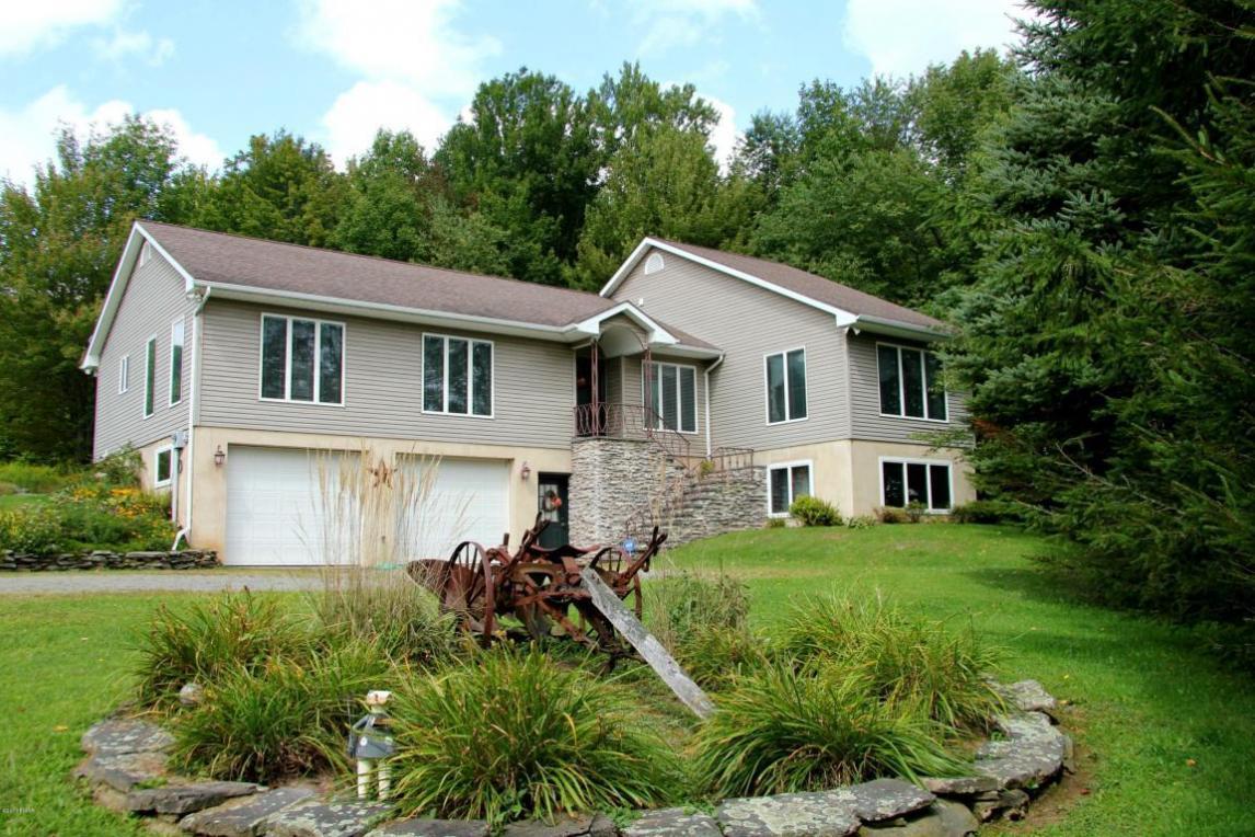 106 Memorial Links Rd, Waymart, PA 18472
