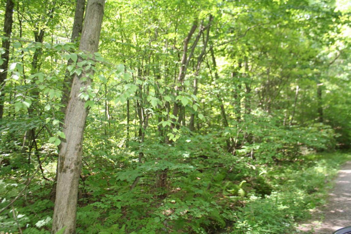 56 Oak Ln, Waymart, PA 18472