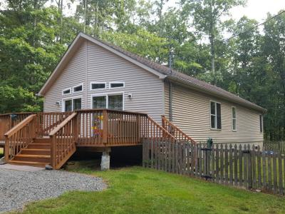 Photo of 150 Deer Trail Dr, Hawley, PA 18428