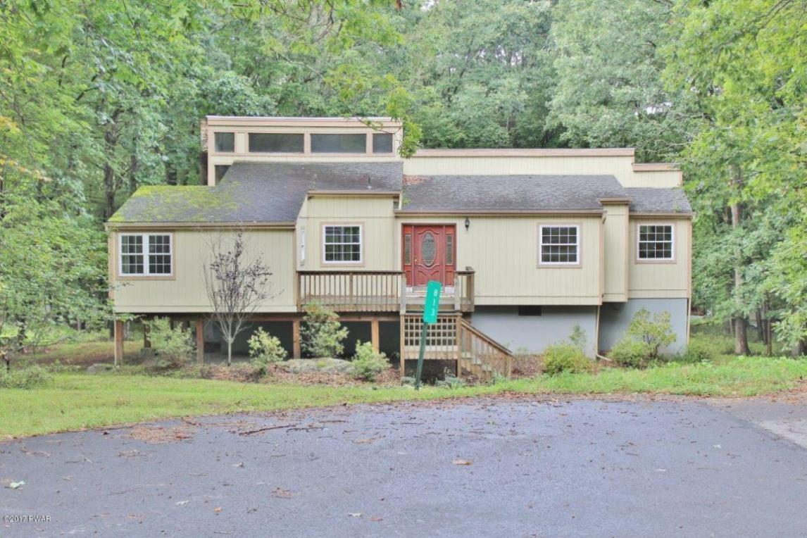 813 Hillview Pl, Lords Valley, PA 18428