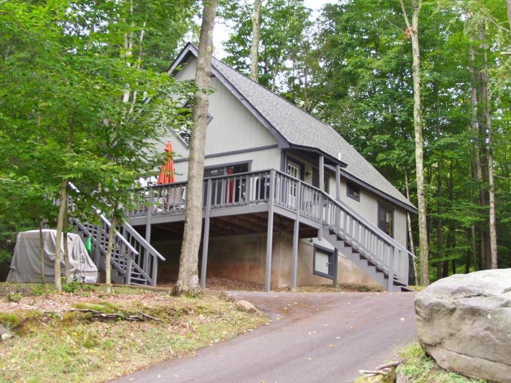 1043 Tomahawk Rd, Lake Ariel, PA 18436