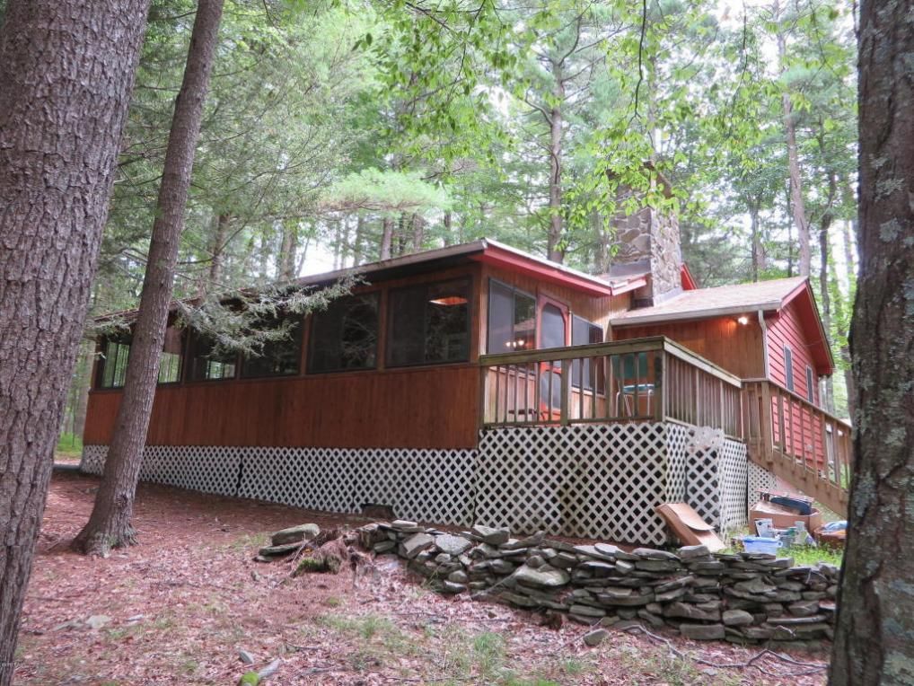113 Hickory Rd, Dingmans Ferry, PA 18328