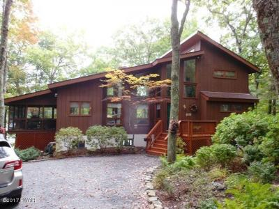 Photo of 814 Dogwood Ct, Lords Valley, PA 18428