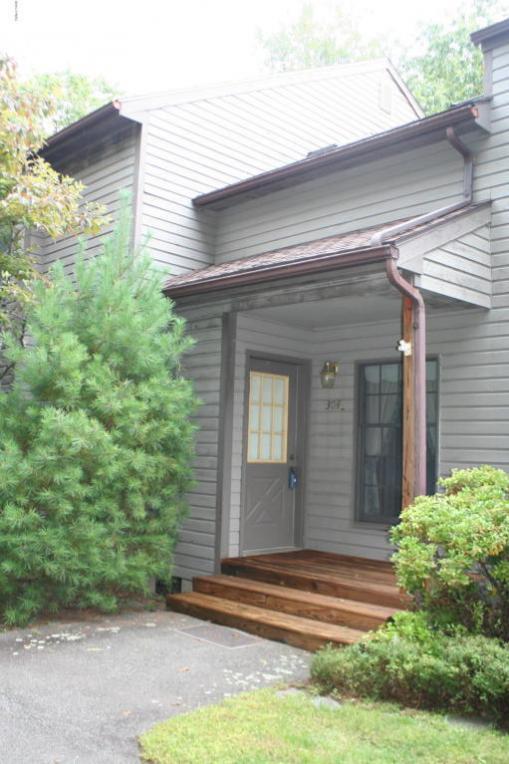 304 Pond Meadow Ter, Greentown, PA 18426