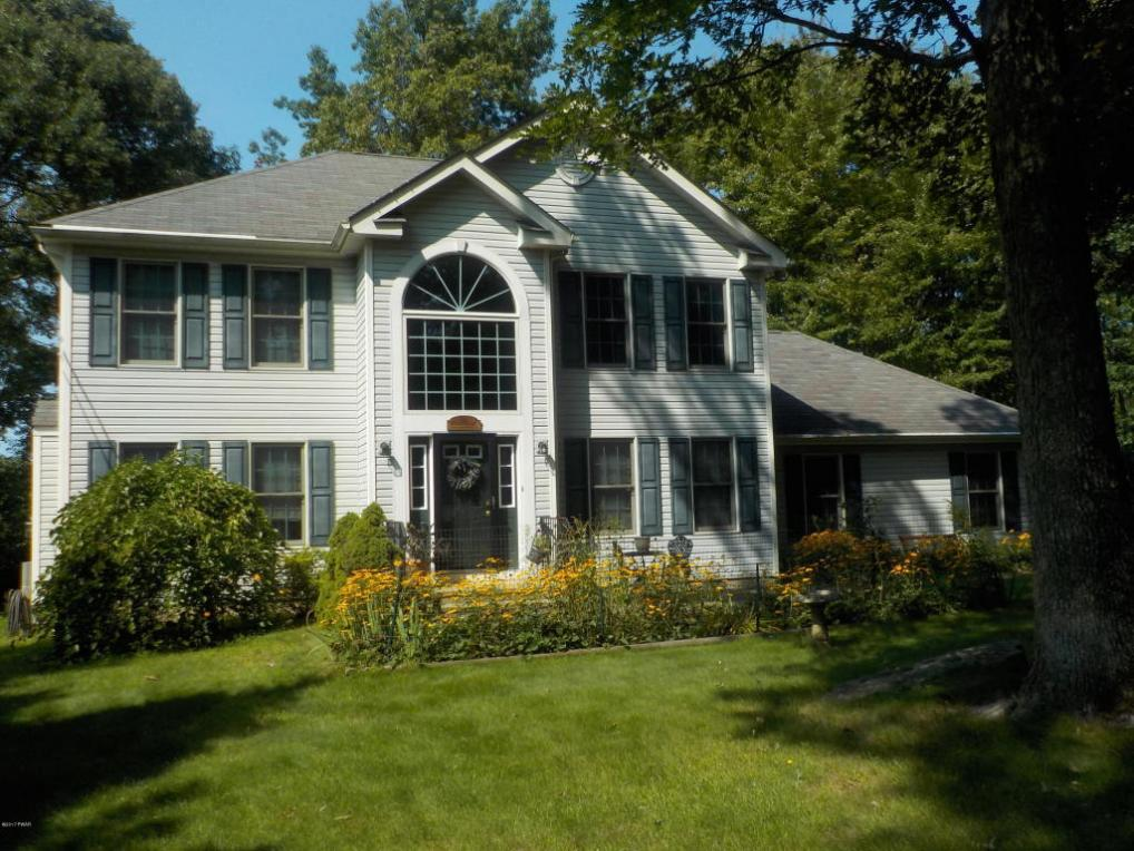 136 Overlook Ln, Lords Valley, PA 18428