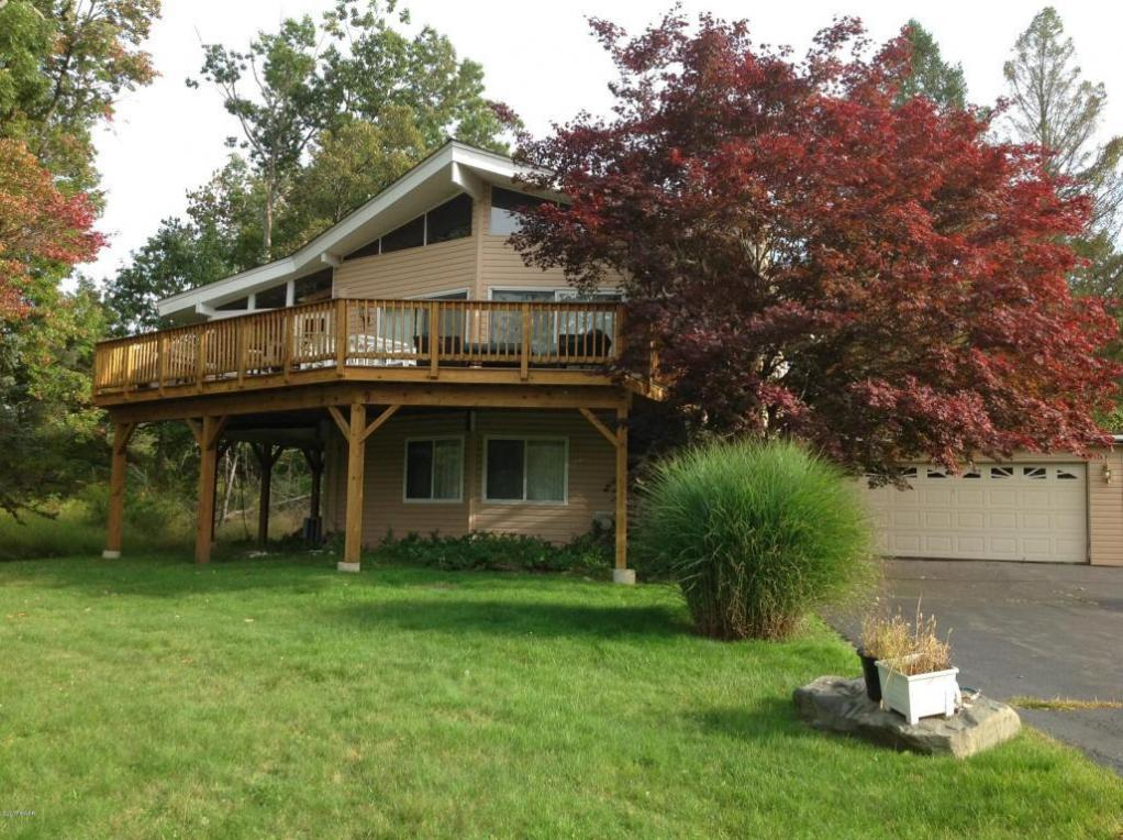 108 Fairway Bay Rd, Hawley, PA 18428
