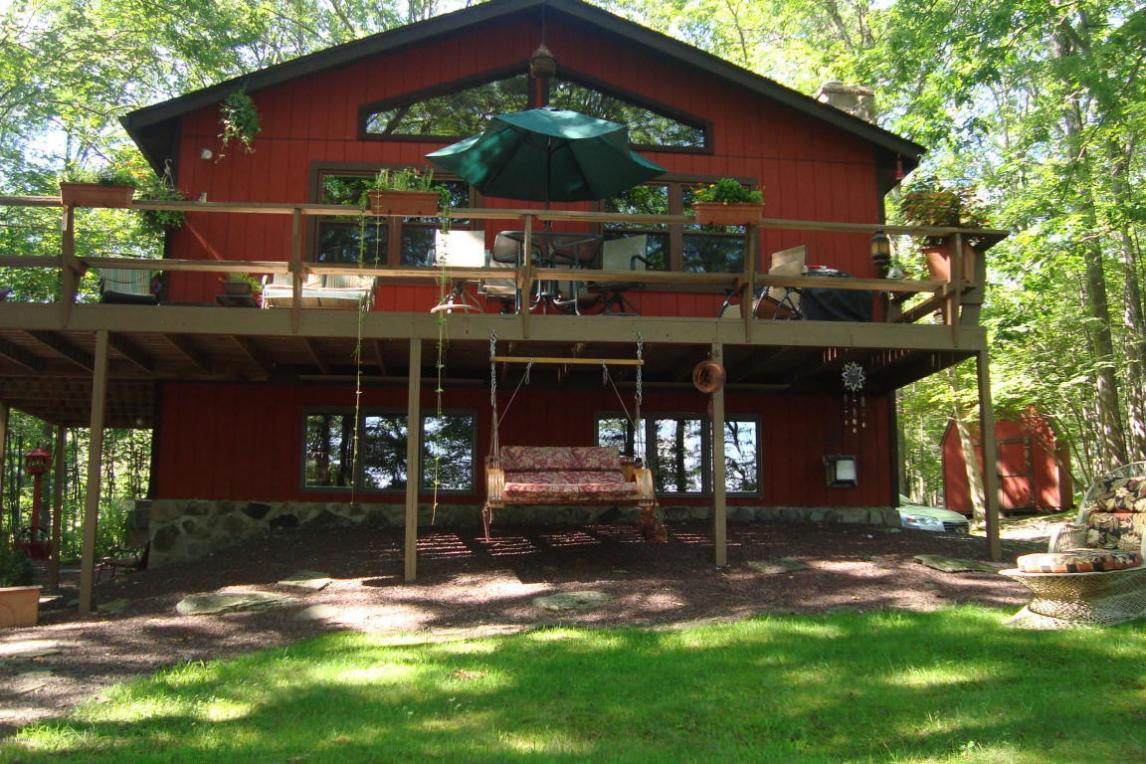212 Spruce Lake Dr, Milford, PA 18337