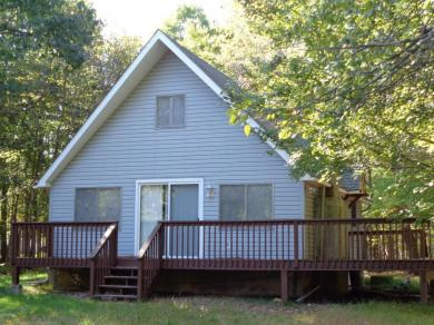 167 Roundhill Rd, Dingmans Ferry, PA 18328