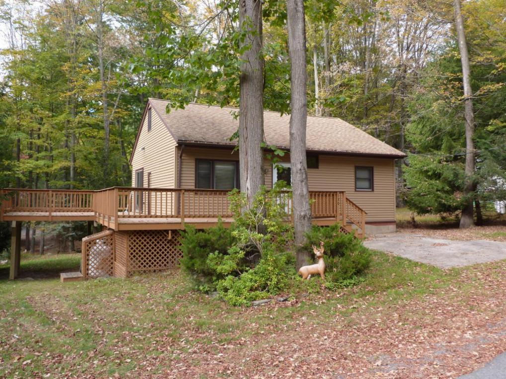 130 Cedar Tree Dr, Greentown, PA 18426
