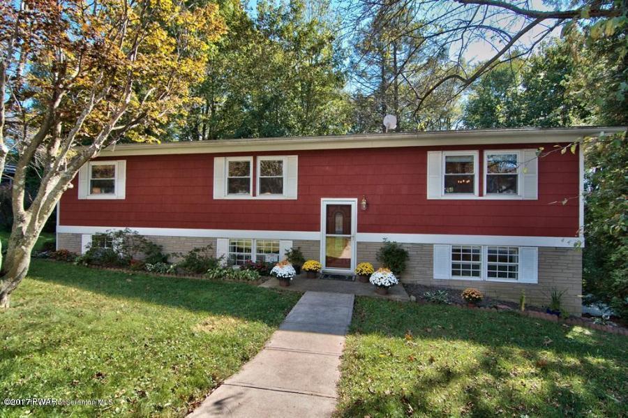 412 Barbara Dr, Roaring Brook Township, PA 18444