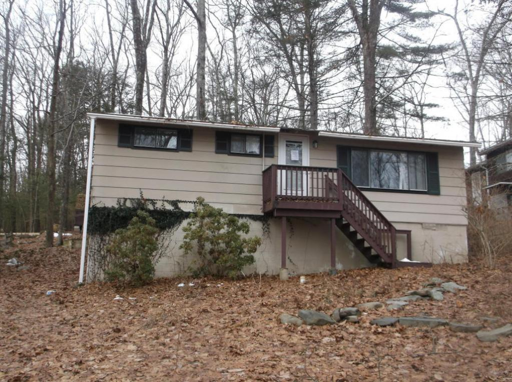 173 Outer Dr, Dingmans Ferry, PA 18328