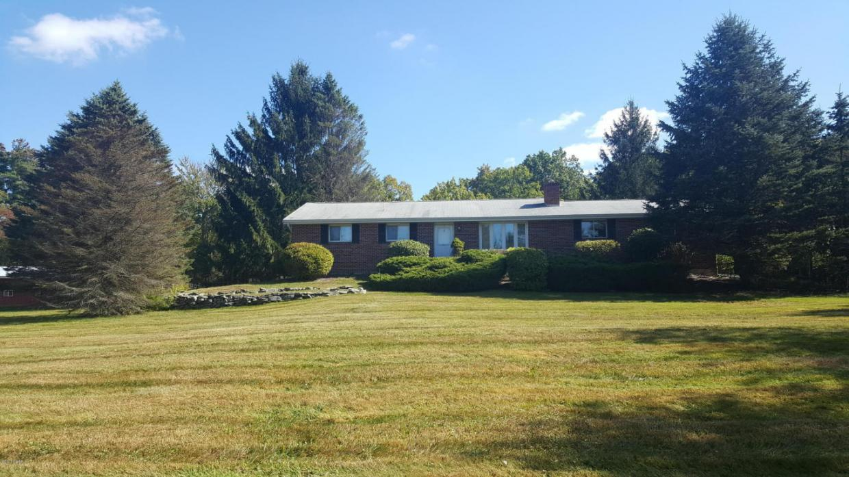 754 Milford Rd, Dingmans Ferry, PA 18337