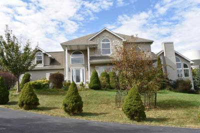 Photo of 118 Overlook Lane, Lords Valley, PA 18428
