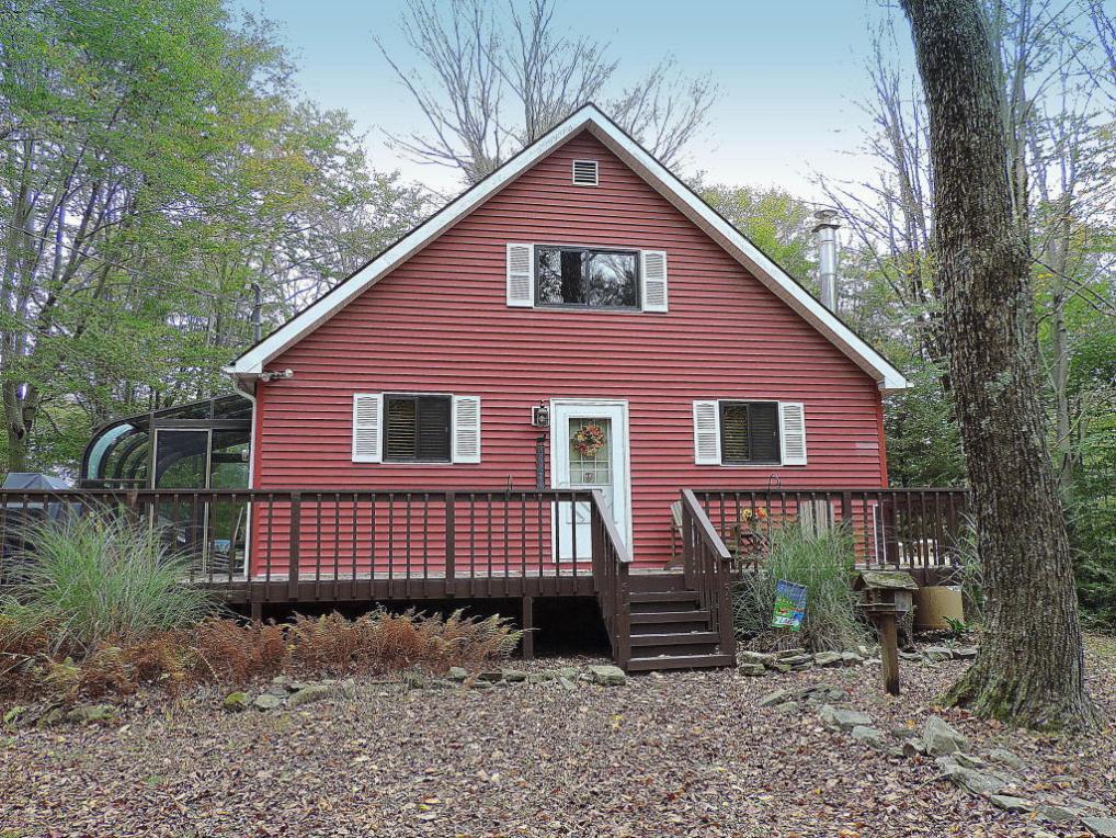 151 View Dr, Greentown, PA 18426