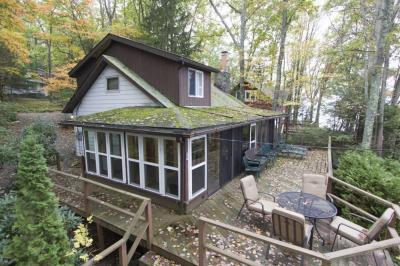 Photo of 335 Sunset Shore Dr, Hawley, PA 18428