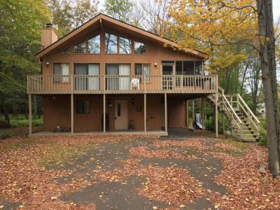 Photo of 2726 Pebble Ct, Lake Ariel, PA 18436