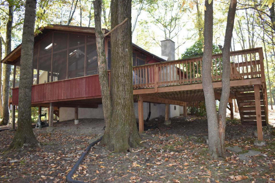 135 Rodeo Drive, Lords Valley, PA 18428