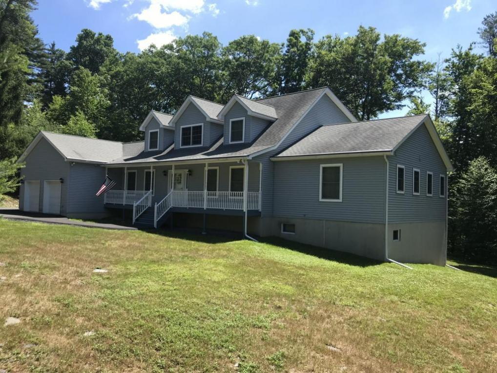 121 Meadow Brook Ct, Dingmans Ferry, PA 18328