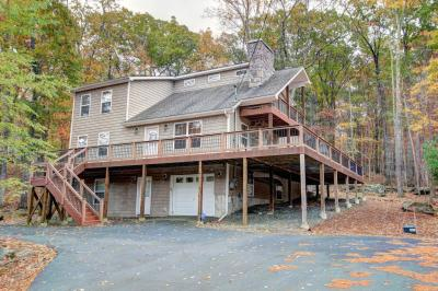 Photo of 140 Bridle Rd, Lackawaxen, PA 18435