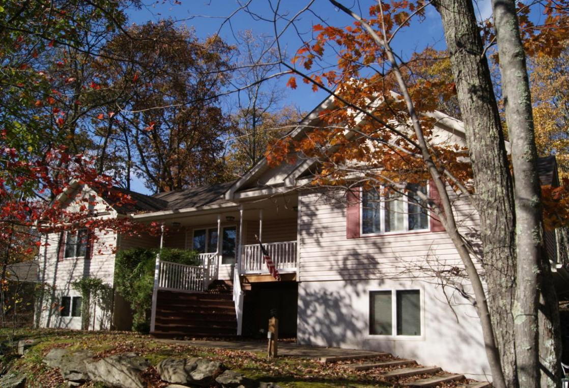 112 Pinto Ln, Lords Valley, PA 18428