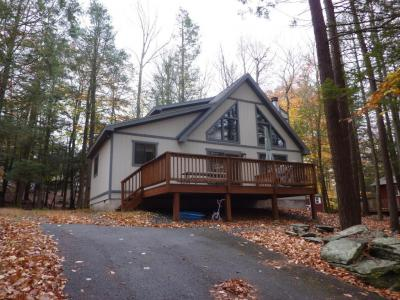 Photo of 1064 Rainbow Dr, Lake Ariel, PA 18436