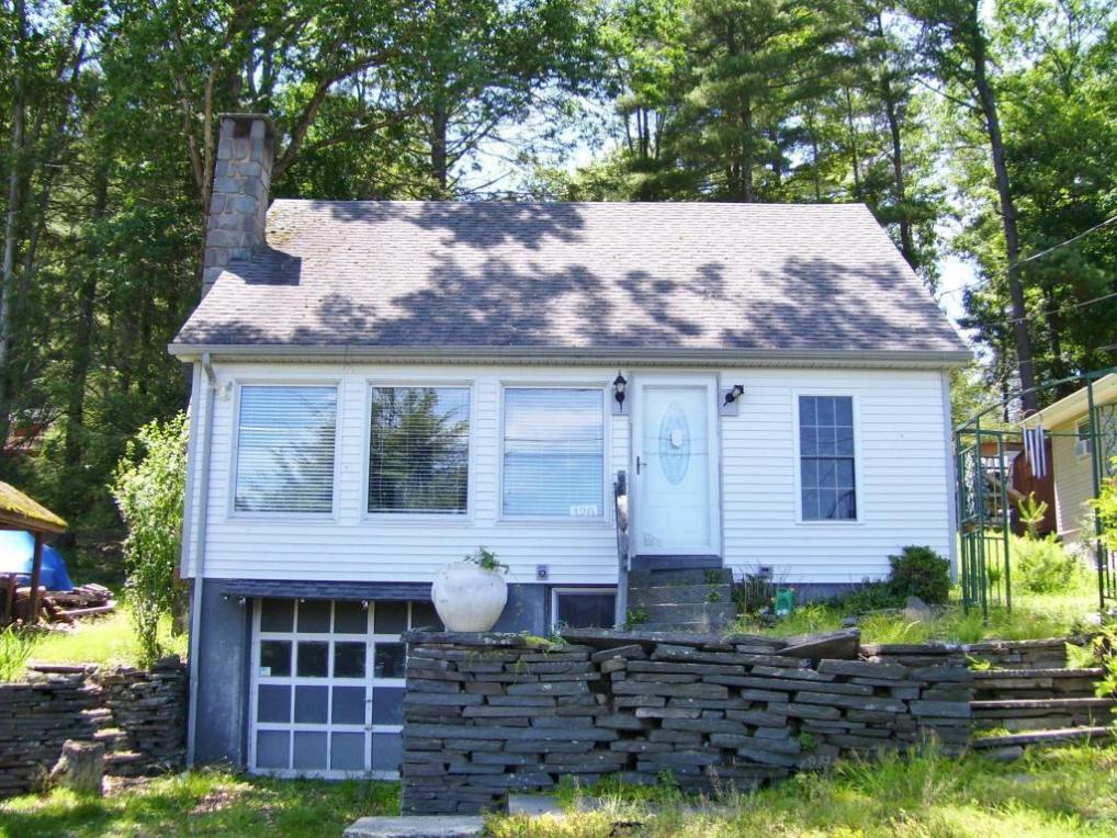 18 Shore Rd, Tafton, PA 18464