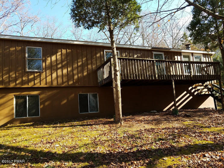 143 Hickory Rd, Dingmans Ferry, PA 18328