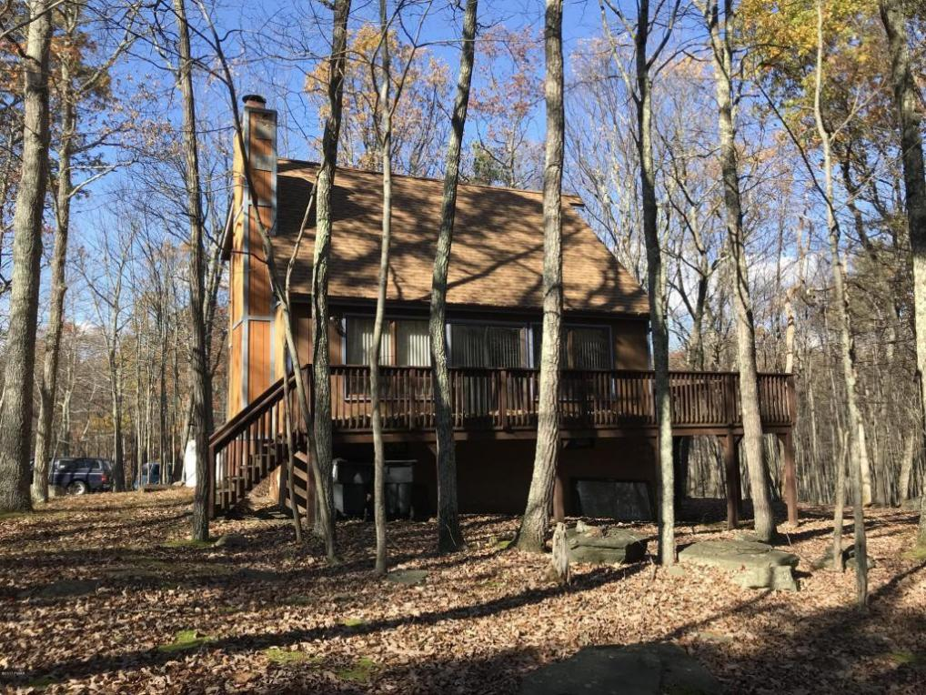 105 Hillside Ter, Milford, PA 18337