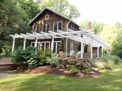Photo of 217 W Shore Dr, Lake Ariel, PA 18436