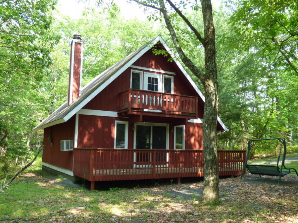 140 Bluestone Dr, Lords Valley, PA 18428