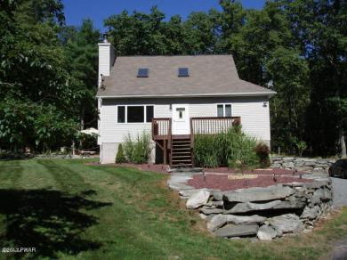 111 Arrowood Dr, Milford, PA 18337