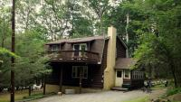 100 Pumphouse Ct, Greentown, PA 18426