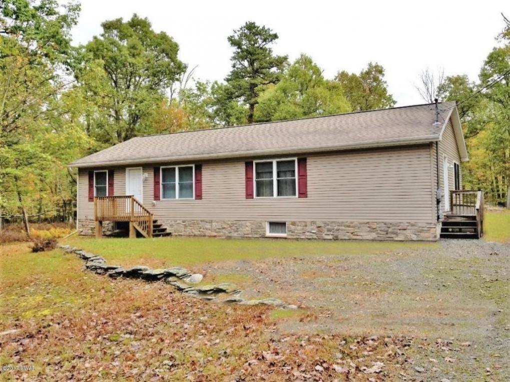 229 Lower Lakeview Dr, Hawley, PA 18428