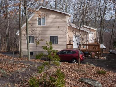 Photo of 1076 Sunrise Ter, Lake Ariel, PA 18436