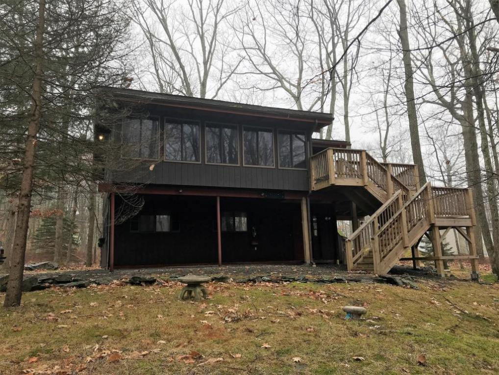 800 Wagon Ct, Lords Valley, PA 18428
