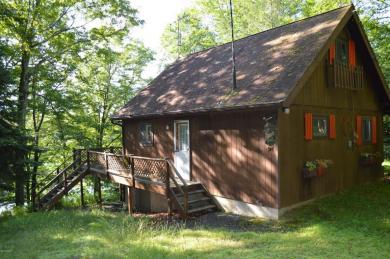 107 Lakeside Dr, Greentown, PA 18426